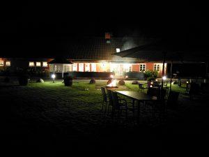 Klar til aftenhygge foran Skovhus